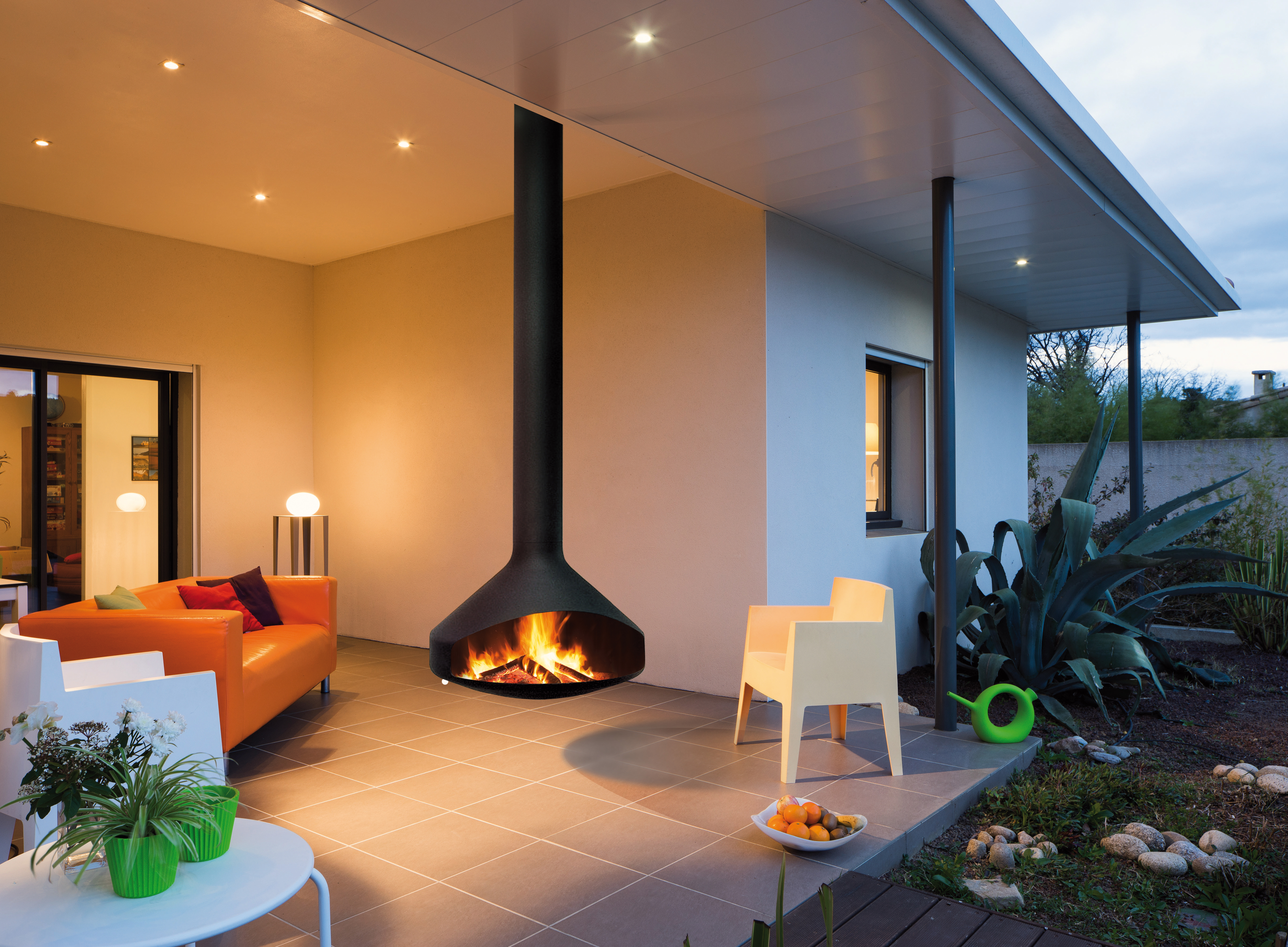 outdoor fireplace with a suspended and pivoting hearth Ergofocus outdoor